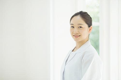 【世界と日本の差】30代以降の女性医師の就業率が減少する理由とは?