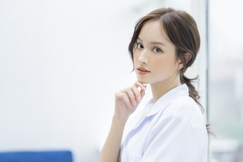 女性医師の転職面接、どんな服装が正解? 印象アップの着こなし術